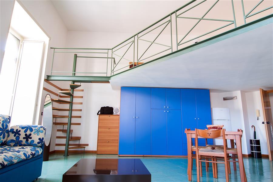 Residence corso umberto appartamenti arredati uso affari for Appartamenti in affitto arredati napoli