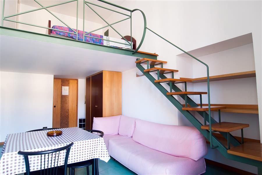 Residence corso umberto appartamenti arredati uso affari for Appartamenti arredati napoli