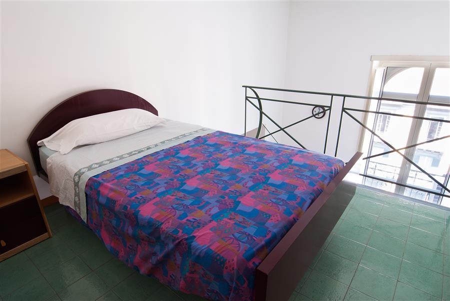 Residence corso umberto appartamenti arredati uso affari for Monolocali arredati napoli